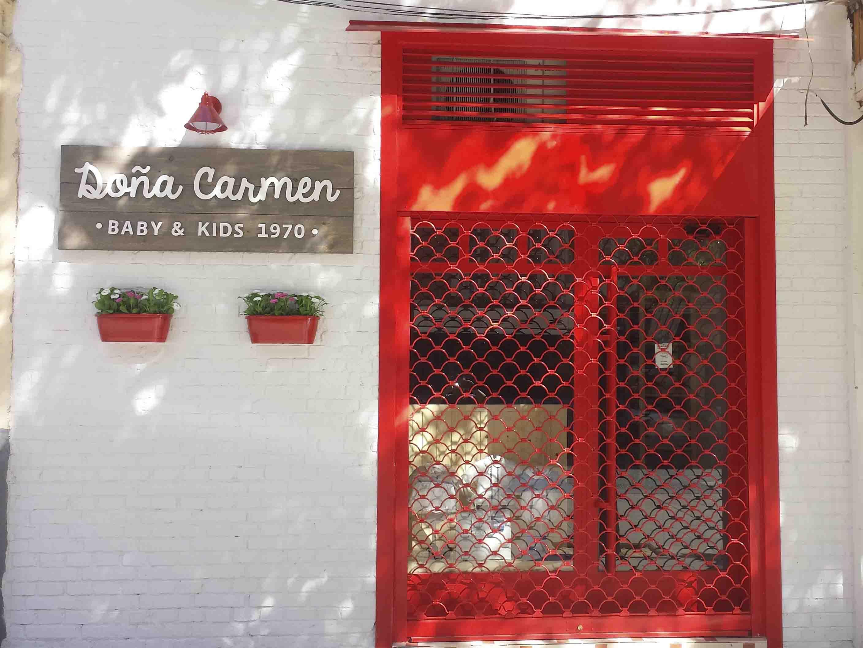 Cierre de Concha rojo para tienda de ropa por Cerrajería Keymar