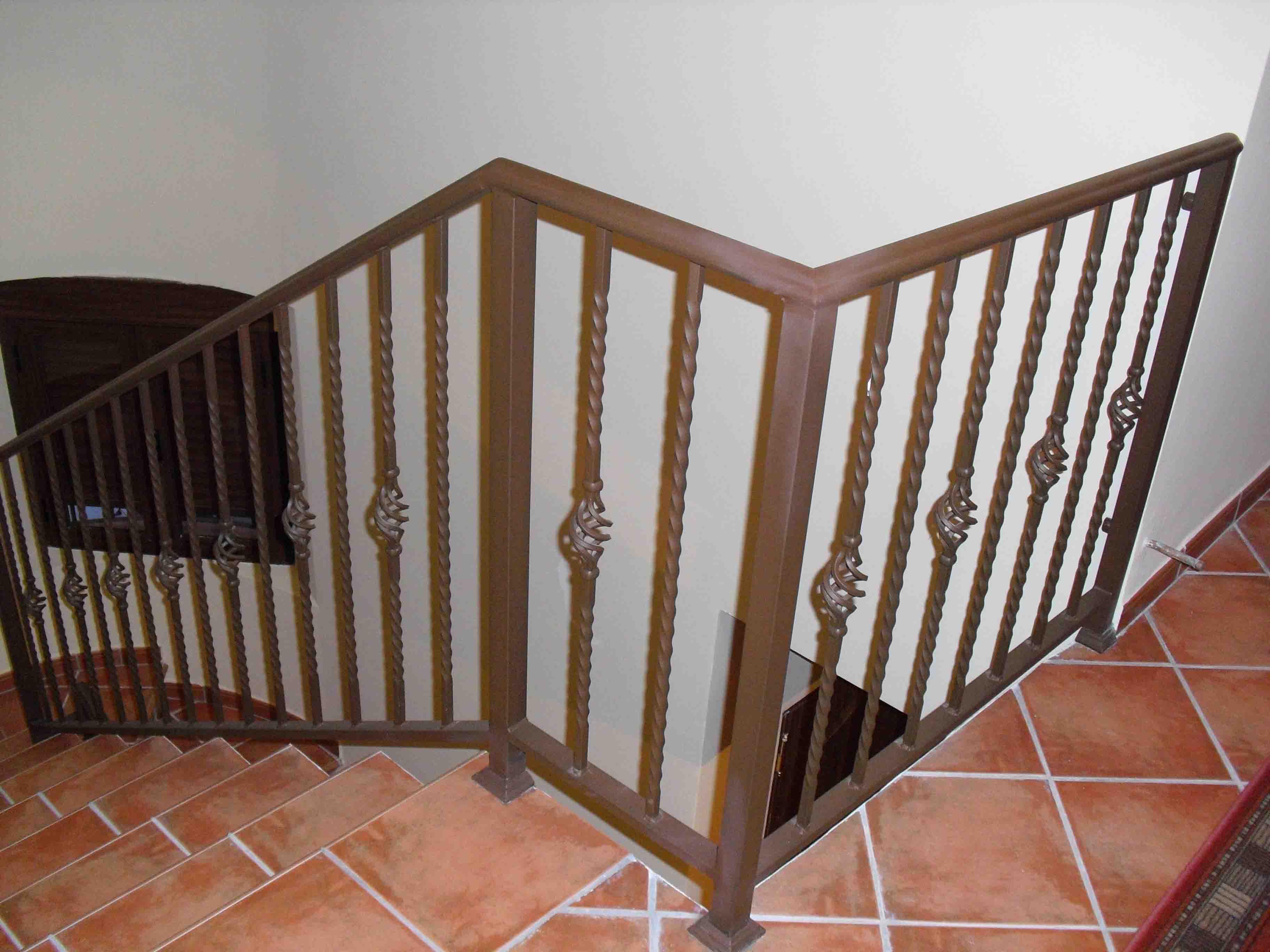 Barandilla de Barrote Rizado con elementos de decoración por Cerrajería Keymar