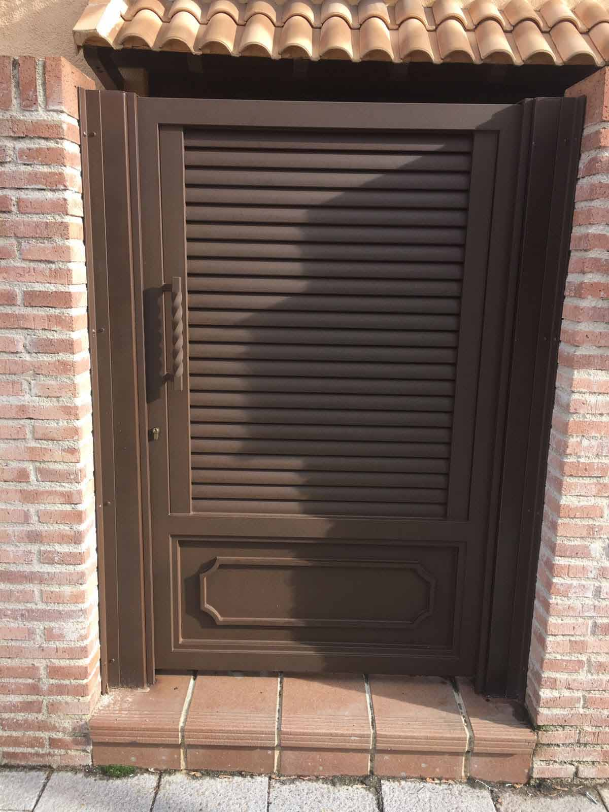 Puerta abatible 34 cerrajer a keymar for Puerta abatible