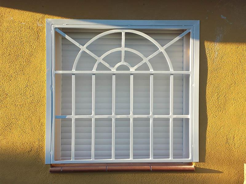 Reja inglesa para ventana hecha por Cerrajería Keymar