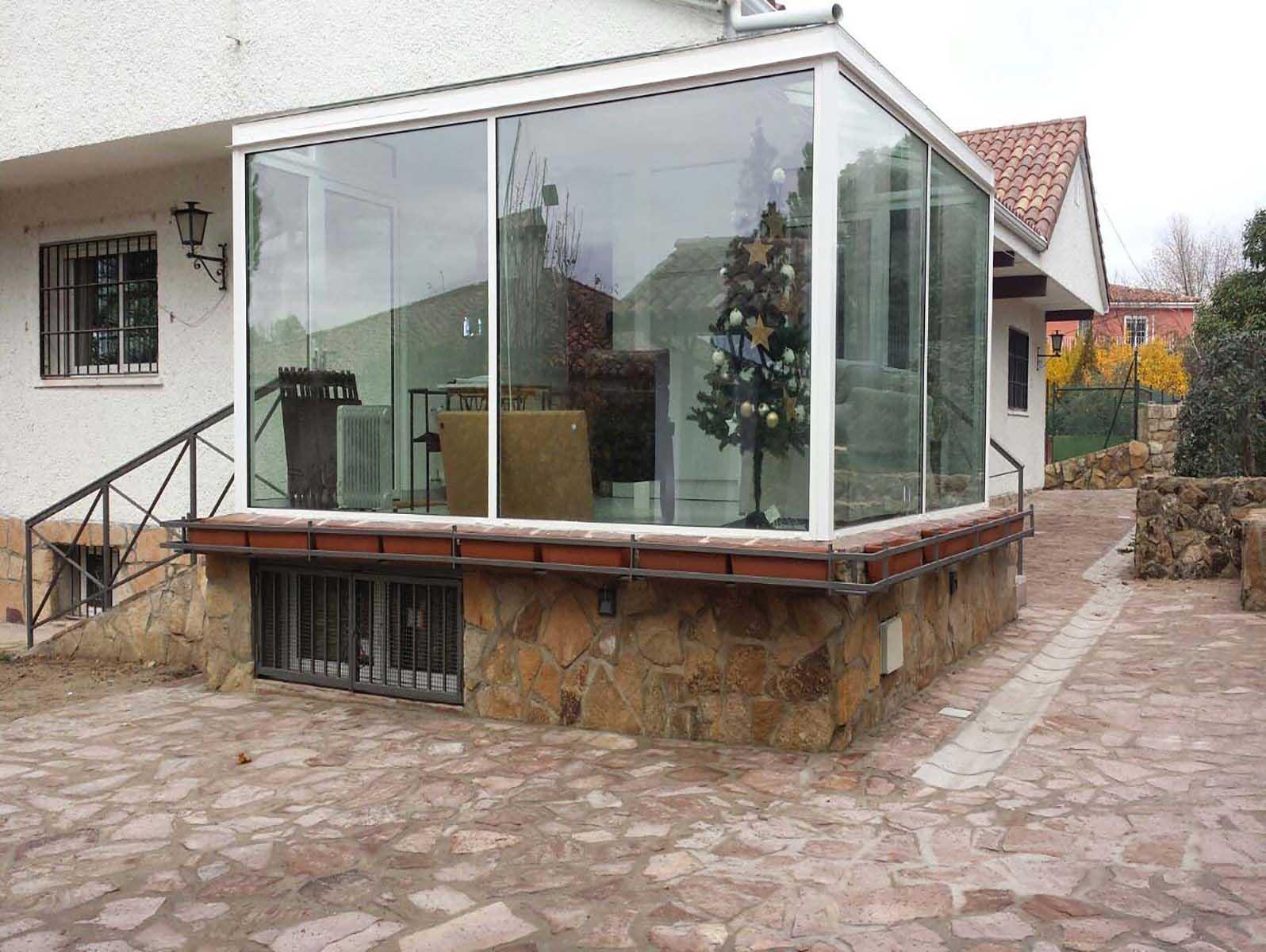 Escaparates y estructuras Cerramiento acristalado exterior por Cerrajería Keymar